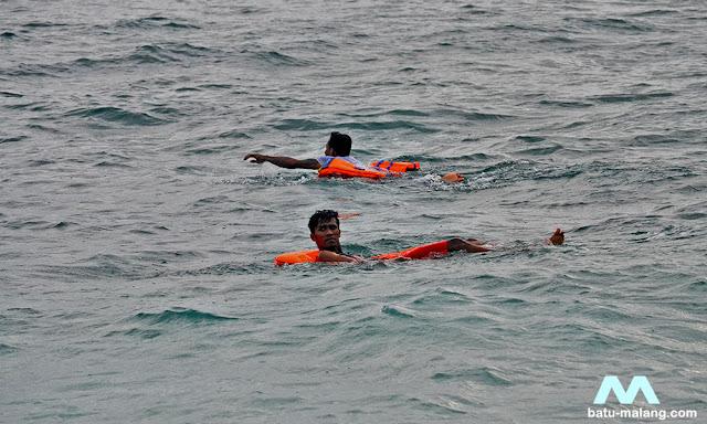 berenang dan snorkeling - Wisata Malang Selatan