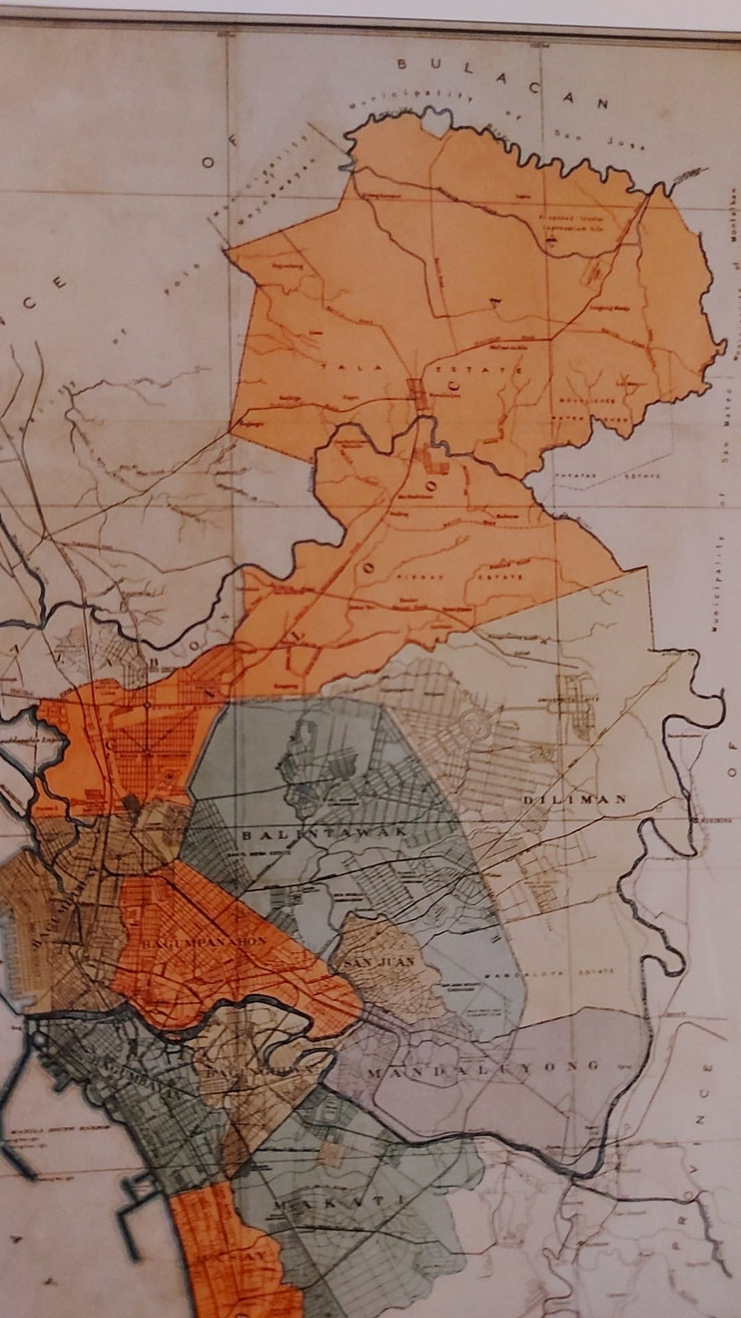 Caloocan was still contiguous in 1939 when QC was created. it was divided into two, when QC was enlarged further in 1948