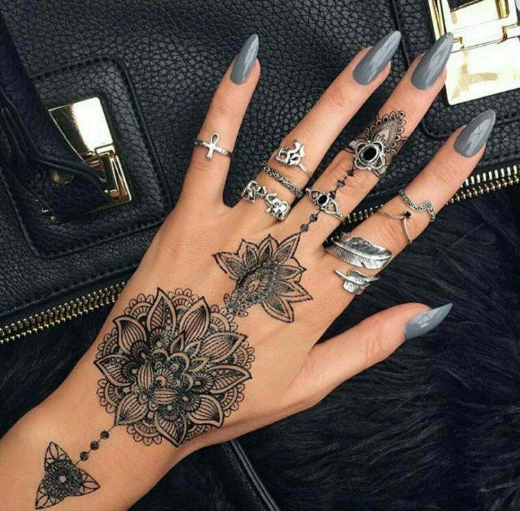 main-tatouage féminin-8