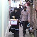 Blusukan di Kelurahan Benteng, Bunda Indah Temmangnganro Bagikan Paket Sembako