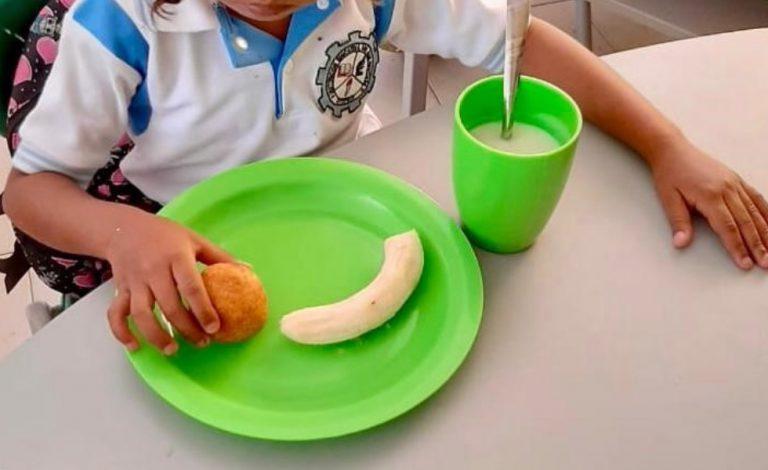 Denuncian el almuerzo que le dan a niñ@s en el regreso a clases en La Guajira