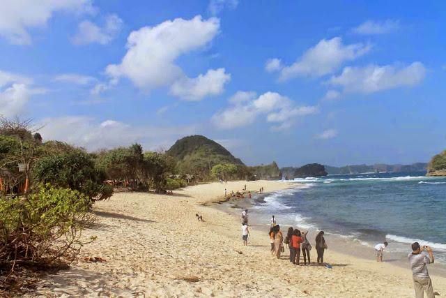 Objek Wisata Pantai Bajul Mati