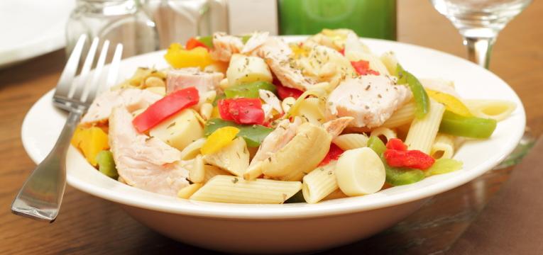 Salada Fria de Frango e Macarrão
