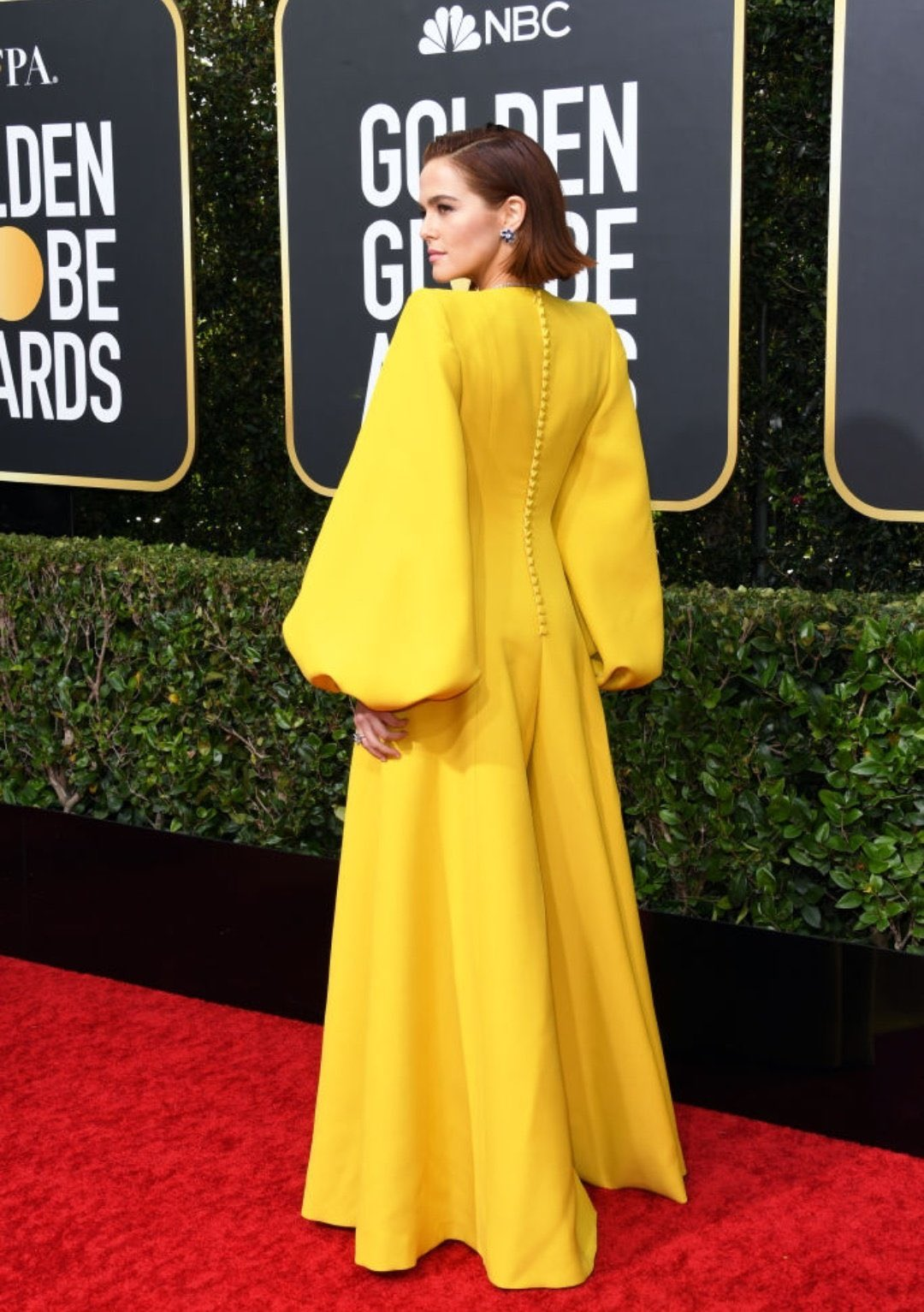 'The Politician' star Zoey Deutch looks gorgeous in yellow on the Golden Globes red carpet.