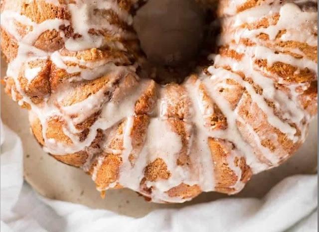 Pumpkin Spice Monkey Bread with Cream Cheese Glaze #bread #baking