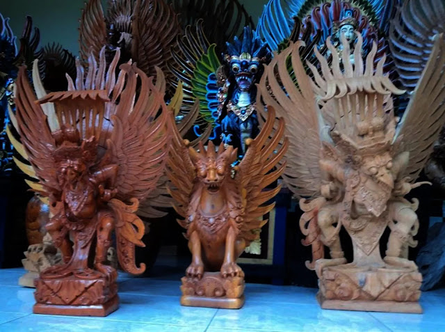 However, many tourists do not know where to buy souvenirs from Bali. Well, if you have a vacation plan in Bali, you should consider the following article.
