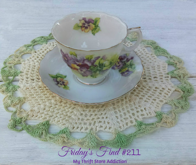 vintage tea cups and lace