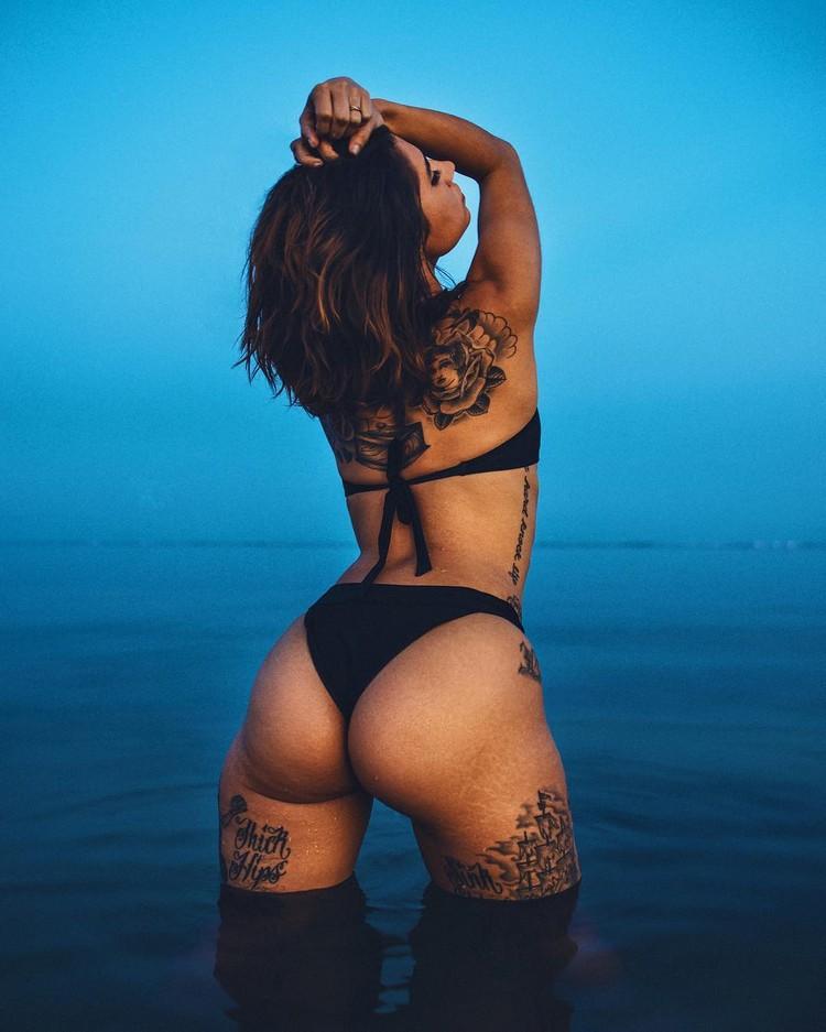 Tattooed model Lo Barreiro 0001