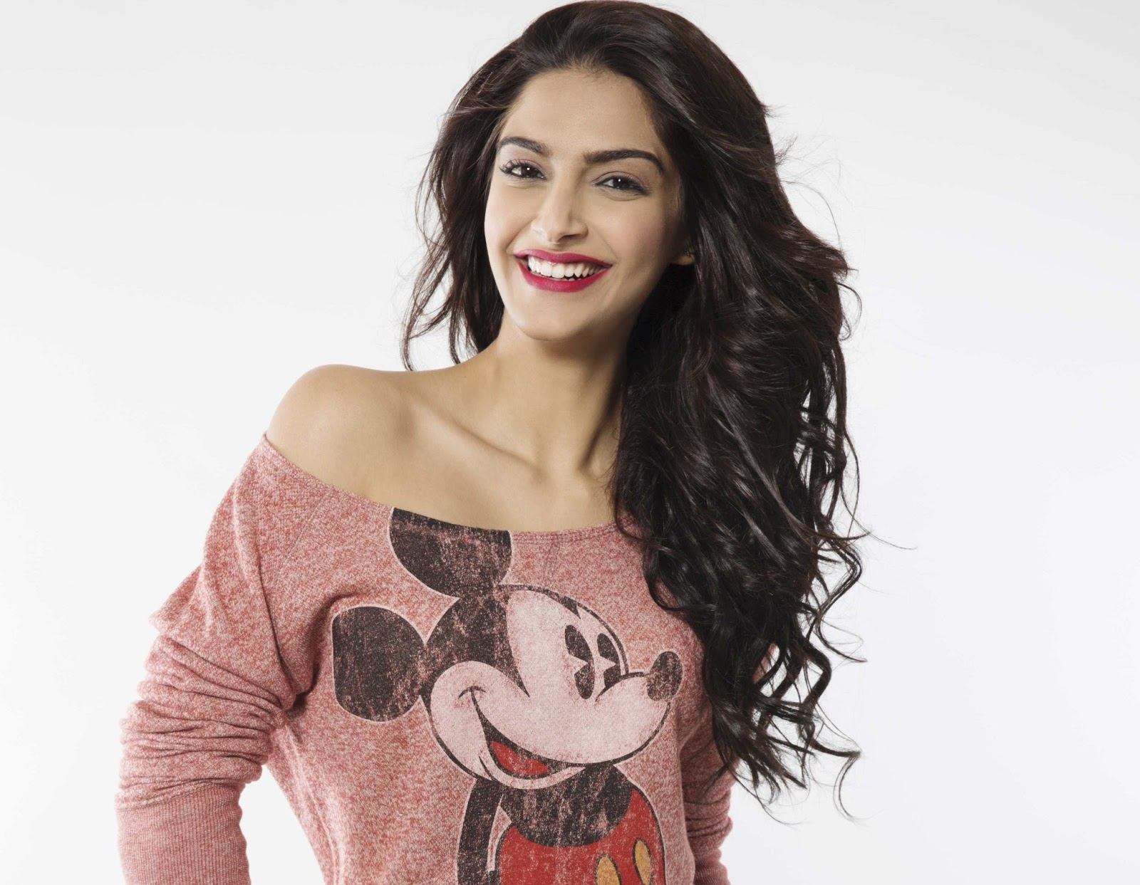 actress celebrities photos: sonam kapoor 11 smiling photos