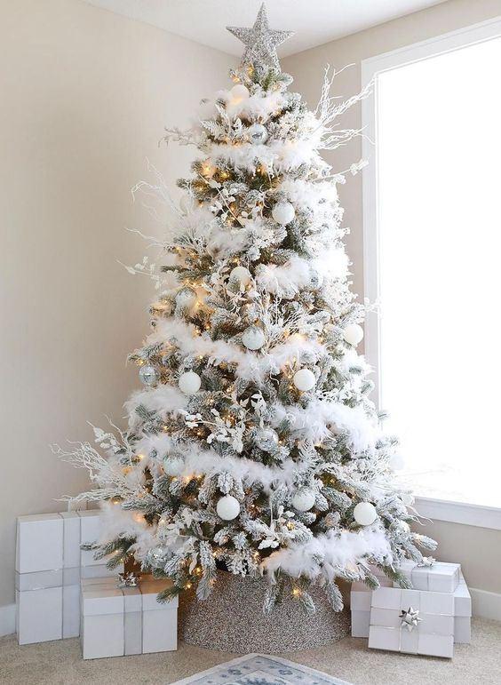 Simple Christmas Tree Decoration Idea