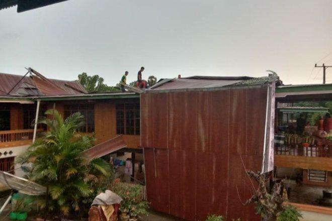 Diterjang Hujan Badai, Atap Rumah Warga di Ajangale Beterbangan
