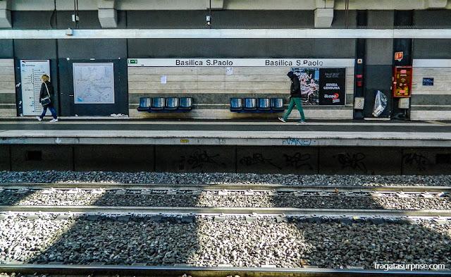 Estação de Metrô Basilica San Paolo, acesso à Basílica de São Paulo Extramuros, em Roma