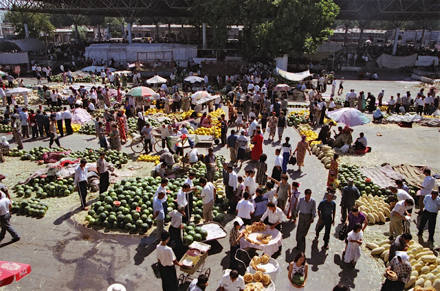Ouzbékistan, Kokand, marché, melons, © Louis Gigout, 1999