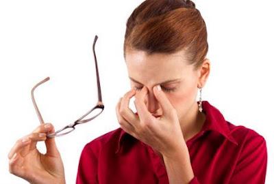 Tips Mengatasi Mata Lelah Akibat Melihat Layar HP Terlalu Lama!!! - Maulnotes.blogspot.com