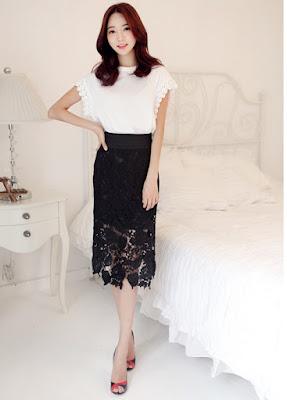 Ren có họa tiết đan hoa văn tinh tế rất hợp với những chiếc chân váy bút chì