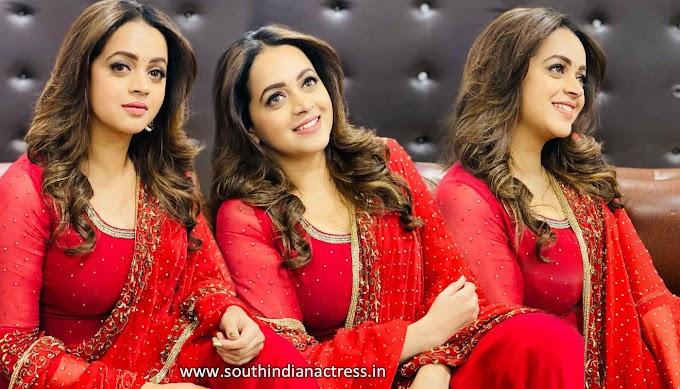 Bhavana Menon Hot Pics In Red Salwar Photos