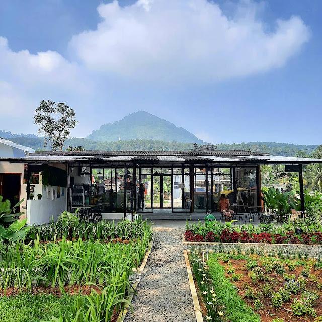 Jatuh Hati Cafe Sentul Bogor