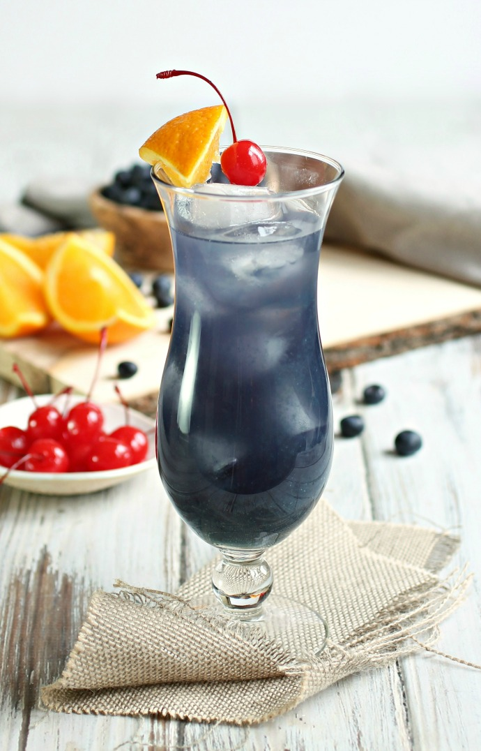Recipe for a rum cocktail with orange and blueberry.