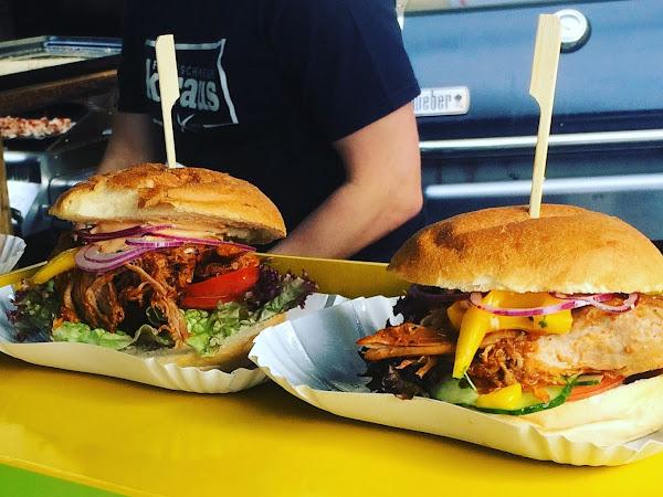 BURGERsprechstunde - Burger satt auf dem Bürgersteig am Freitag in Hennef-Geistingen