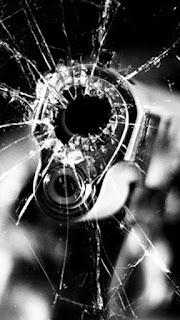 Wallpaper kaca hp pecah pistol