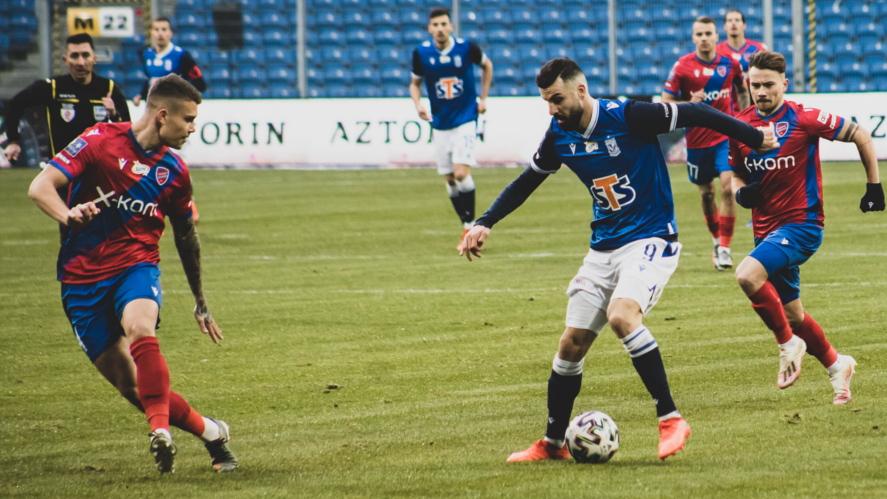 Mikael Ishak w meczu Lech Poznań - Raków Częstochowa | foto: Klaudia Berda