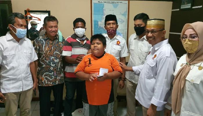 Peduli, Gerindra Pangkep Kunjungi Korban Bully