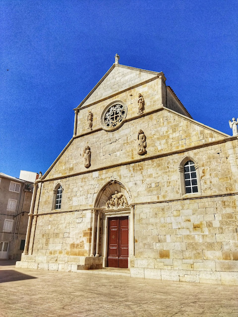 Klasztor, centrum miasta Pag, Chorwacja, zwiedzanie