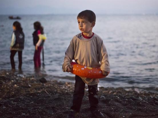Παραλήρημα παλαίμαχου ποδοσφαιριστή για τους πρόσφυγες: «Σε ενοχλεί που τρώω χοιρινό εισβολέα;»