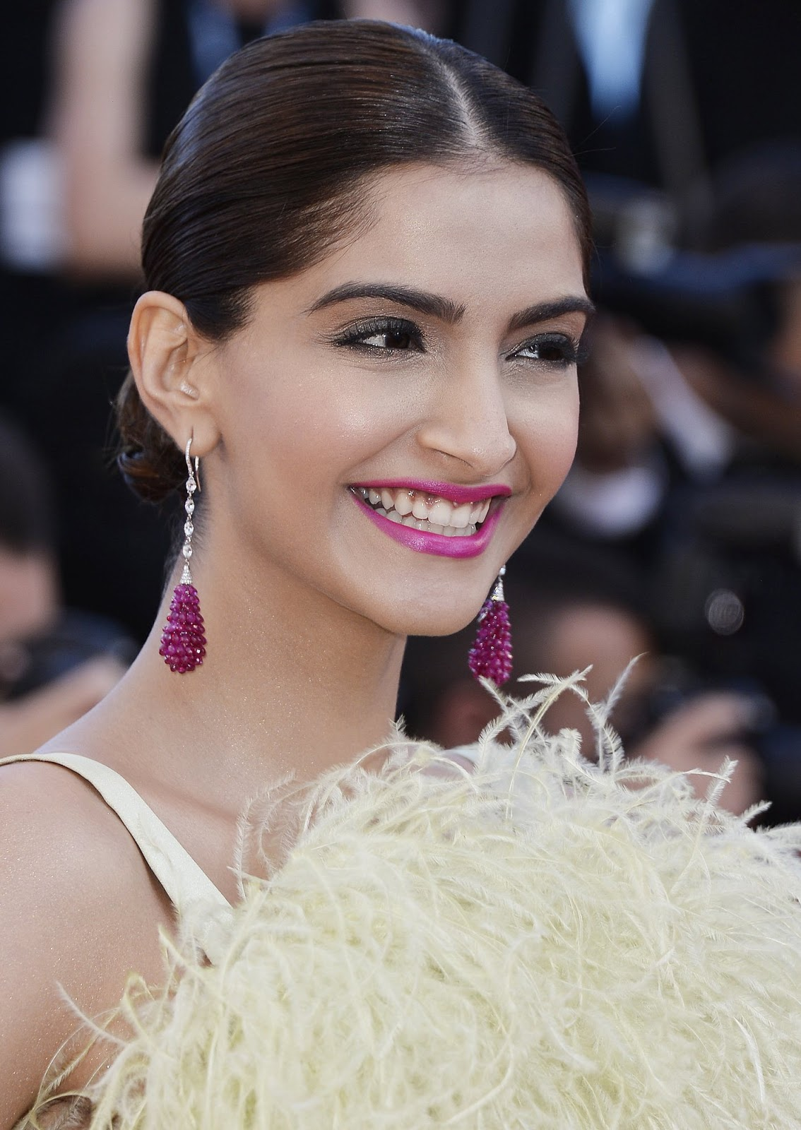 Sonam Kapoor Looks Smoking Hot At The Inside Out Premiere At 68Th Annual Cannes Film Festival -9790