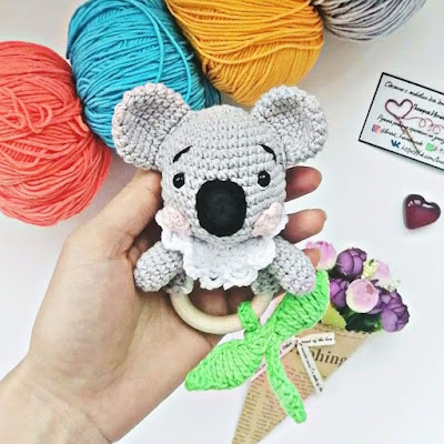Вязаная погремушка коала