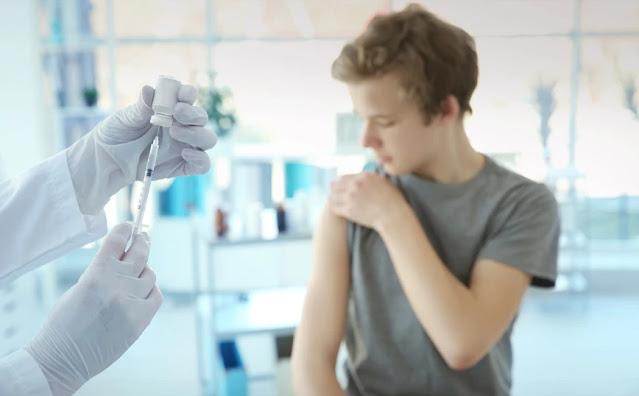 Η Ελβετία ενέκρινε σήμερα τον εμβολιασμό των παιδιών ηλικίας 12-15 ετών με το εμβόλιο κατά της Covid-19 των εταιρειών Pfizer και BioNTEch, ενόψει του σχεδίου της χώρας να ξεκινήσει τον εμβολιασμό των νεότερων πολιτών της από τον Ιούλιο.