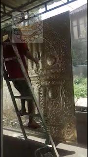 kerajinan pintu kabah kuningan