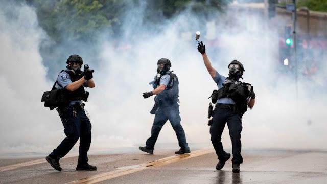 Come filmare in modo etico e sicuro la cattiva condotta della Polizia