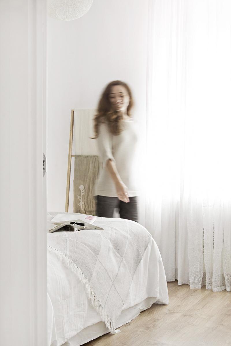 GET A FALL LOOK IN YOUR BEDROOM WITH WHITE AND WOODEN DETAILS // CONSIGUE UN LOOK DE OTOÑO EN TU DORMITORIO CON BLANCO Y DETALLES DE MADERA