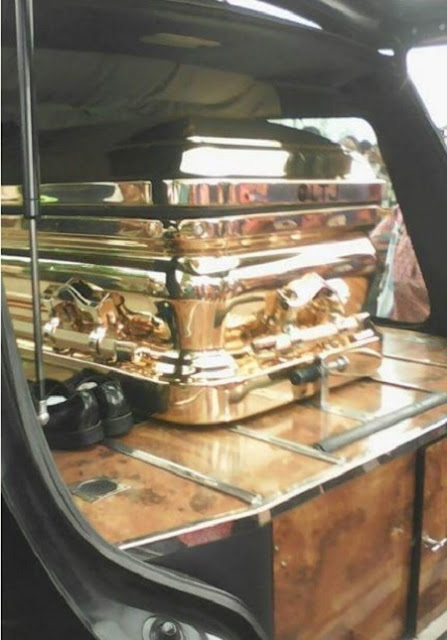 Omg!!! See the Expensive Gold Casket Billionaire Politician, Emeka Offor Buried His Father in (Photos)