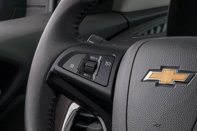 Novo Chevrolet Prisma 2017 - volante multifuncional