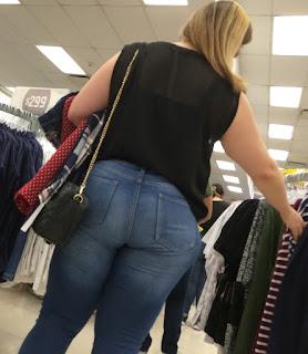 Linda mujer cola redonda jeans apretados