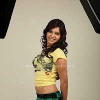 Samantha Hot Thigh and Navel Show
