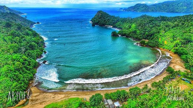 Keindahan Pantai Wedi Awu Malang