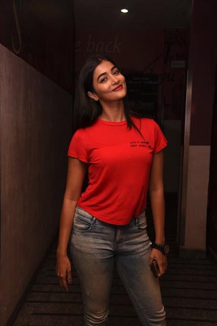 actress pooja hegde new photos pics photoshoot 2017