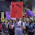 Críticas aos Bolsonaros se espalham em blocos de Carnaval pelo país