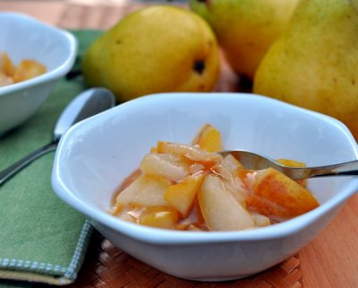 Easy-Easy Pear Sauce ♥ KitchenParade.com, simple skillet sauce, just pears, maple syrup and a little ginger.
