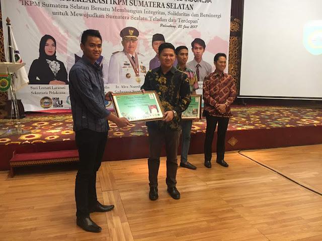 Abdiyanto Terima Penghargaan dari IKPM Sumsel