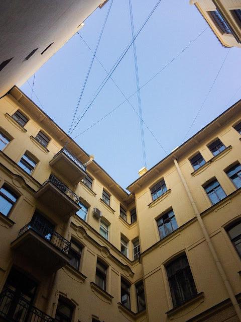 Питер Санкт-Петербург СПб двор колодец дворы улицы небо городское новый двор