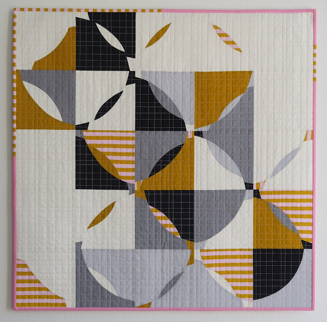Luna Lovequilts - Free Form Curve - A finished quilt