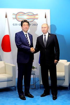 Vladimir Putin with Japanese Prime Minister Shinzo Abe.
