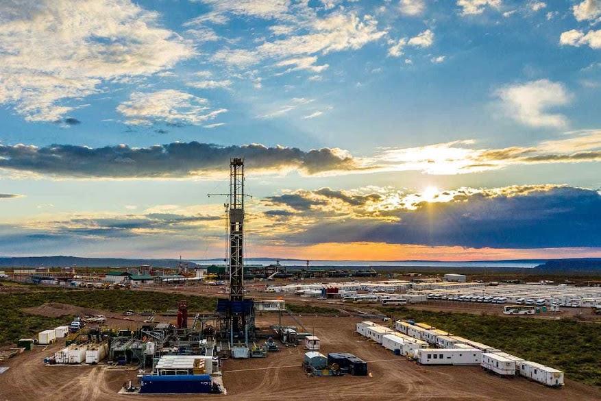 Jazida de gás e petróleo de xisto de Vaca Muerta na Patagônia em início de exploração. É a segunda maior comercializável do mundo