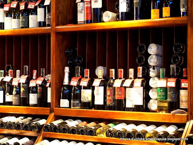 sklep z winami, sklad win, sklep winny, degustacja win i dan, wine bar la vinotheque, zaproszenie na kolacje, blogerzy na kolacji, smaczna pyza w la vinotheque