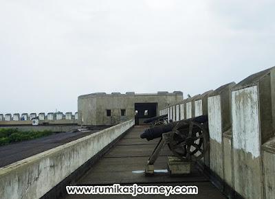 bagian-atap-museum-keprajuritan-tmii-jakarta