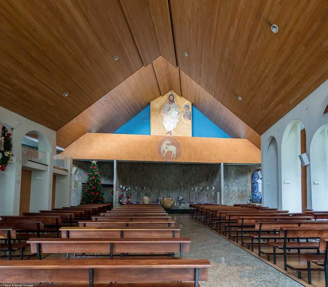 Paróquia Sagrados Corações de Jesus e Maria - interior da igreja